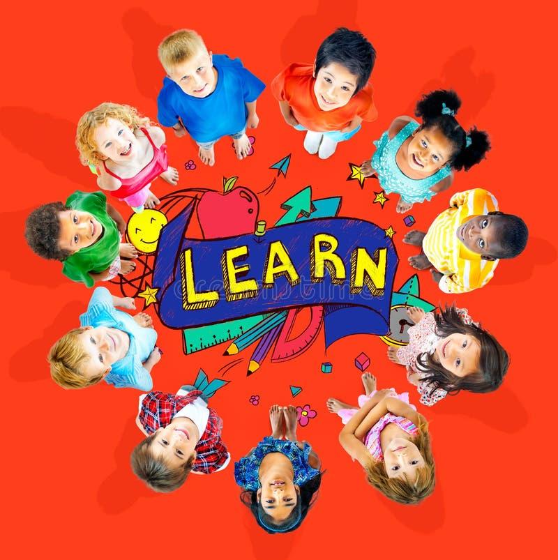 孩子学校教育学会智慧年轻人概念 皇族释放例证