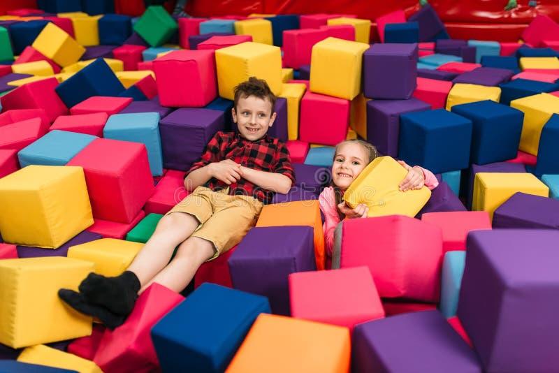 孩子戏剧在儿童娱乐中心 图库摄影