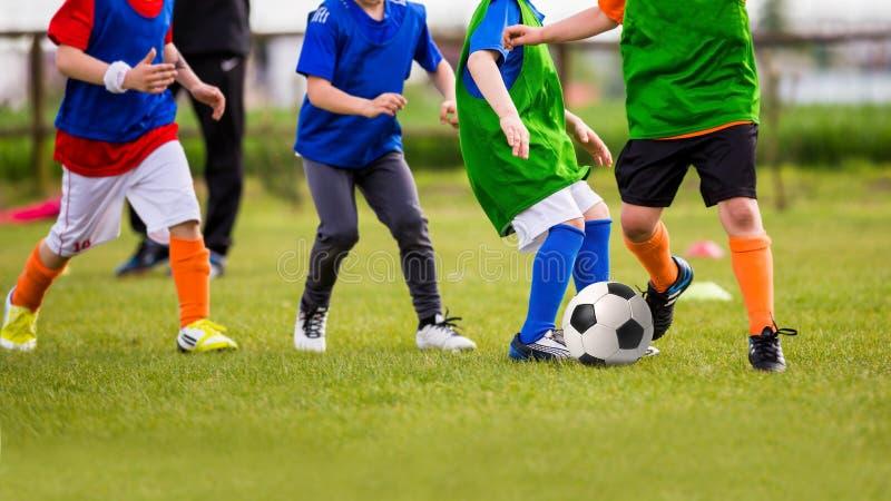 孩子戏剧足球橄榄球赛 库存照片