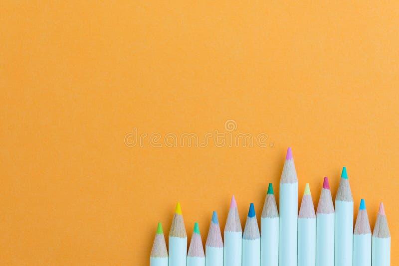 孩子或成人着色设备,淡色在vi书写 库存照片