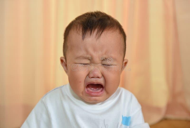 孩子是非常哀伤的 免版税库存照片