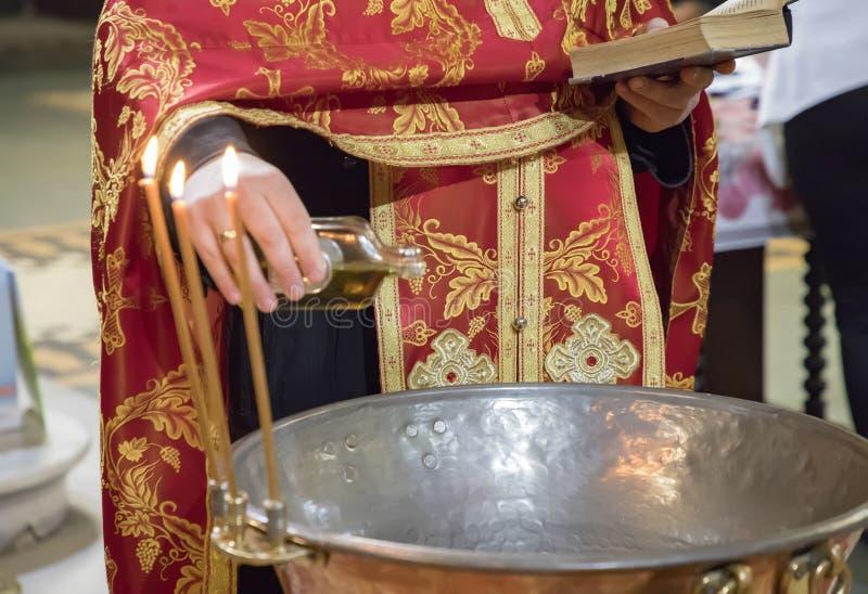 孩子洗礼仪式的准备在东正教里 免版税库存图片