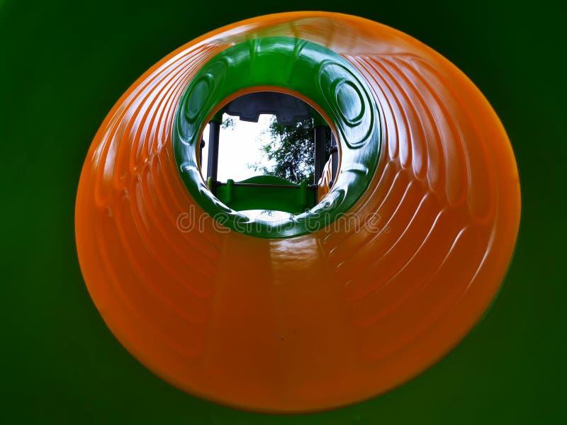 孩子滑橙色室内的看法-绿色和 免版税库存照片