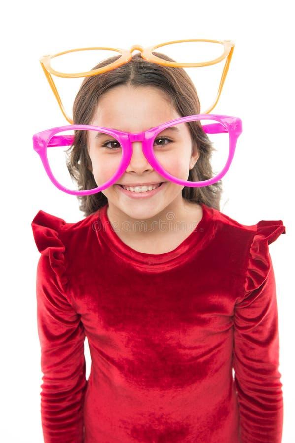 孩子满意对好眼力 激光更正 改进眼力的眼睛锻炼 女孩孩子佩带大镜片 库存图片