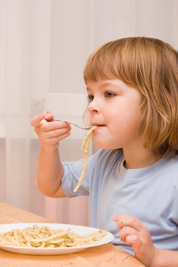 孩子爱意大利面食 库存图片