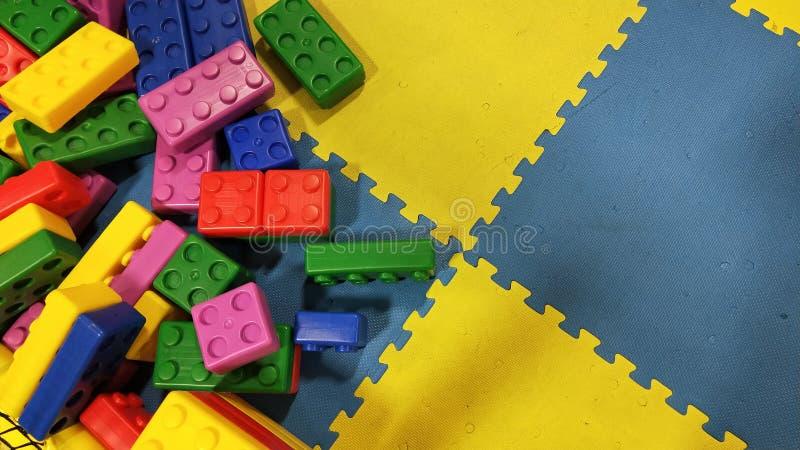 孩子玩具五颜六色的背景  免版税库存照片