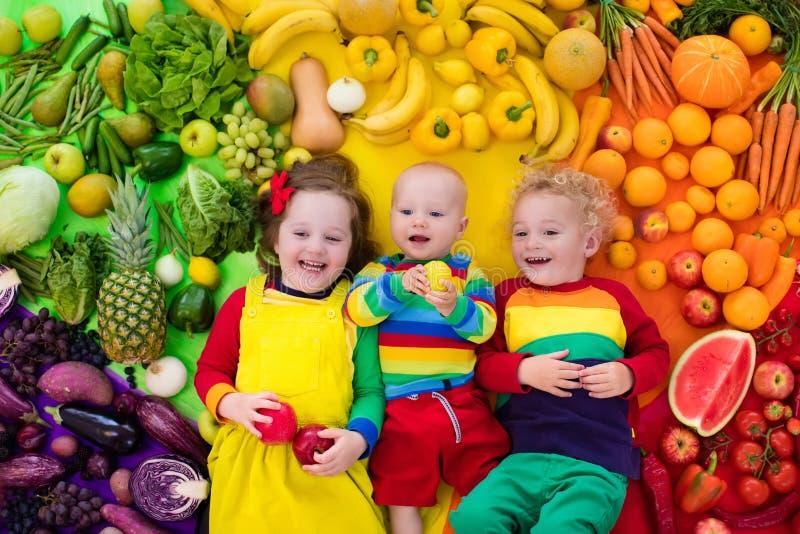 孩子的健康水果和蔬菜营养 免版税库存图片