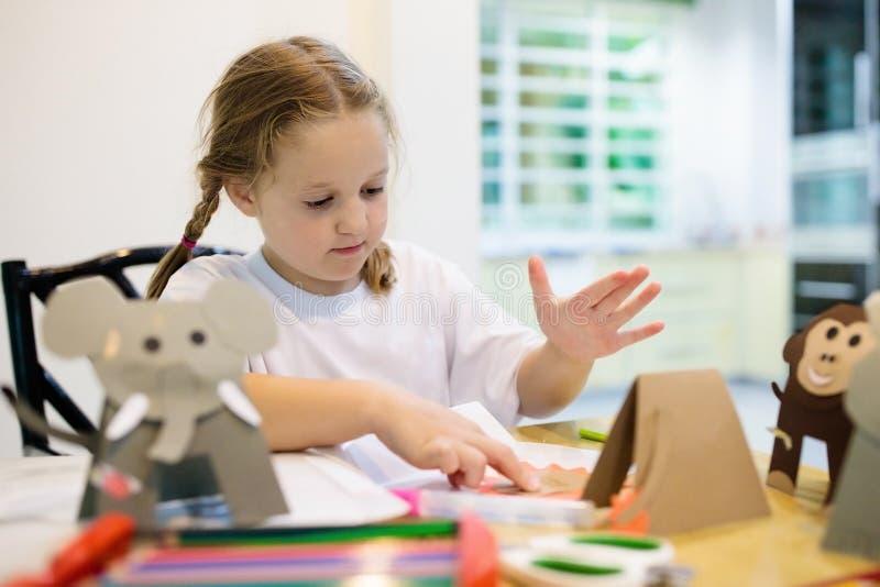 孩子的工艺 孩子的艺术课在学校 免版税图库摄影