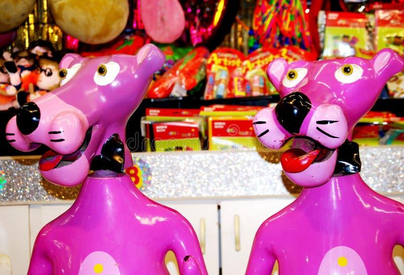 孩子的意想不到的桃红色豹娱乐比赛游乐园的 库存照片