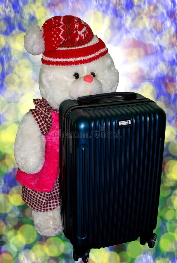 孩子的玩具 小的熊准备好一次新的旅途 库存照片
