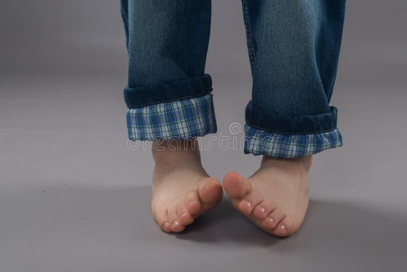 孩子的美好的脚 免版税库存图片