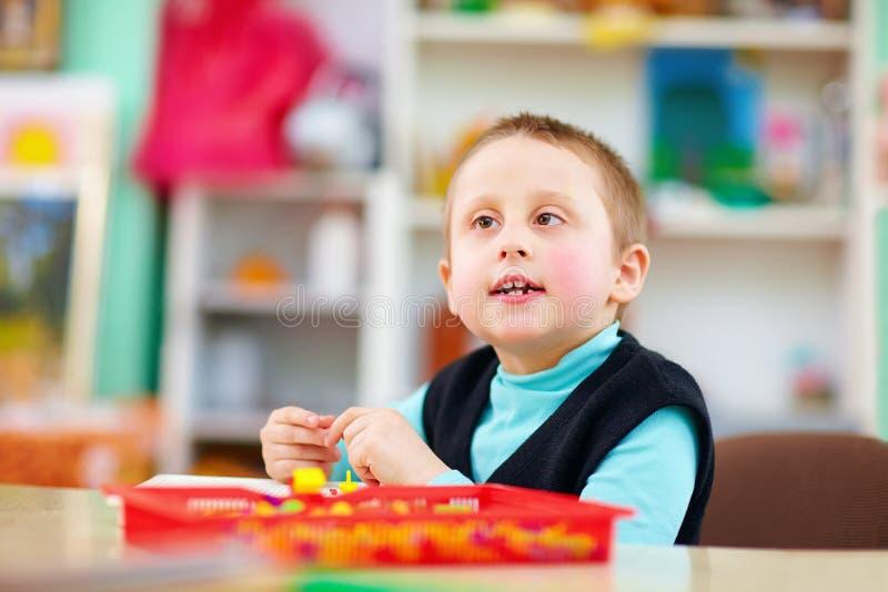 孩子的认知发展以伤残 库存照片