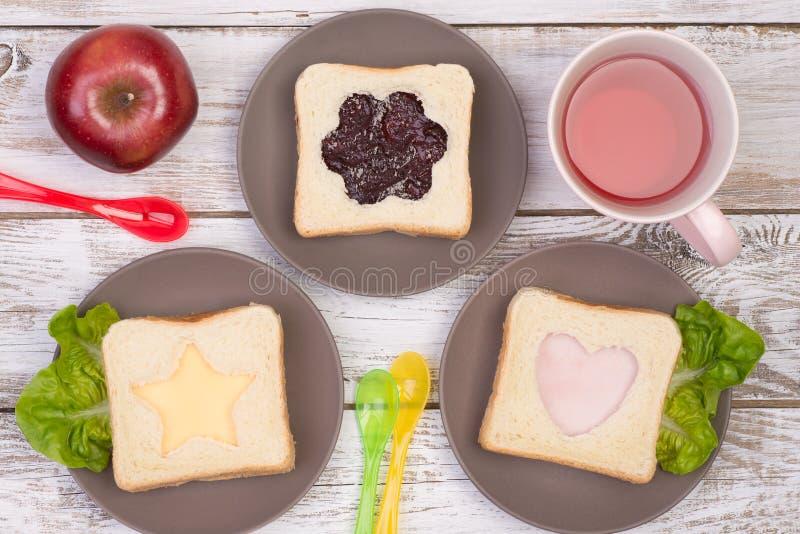 孩子的逗人喜爱的三明治 免版税库存图片