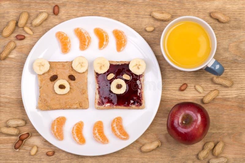 孩子的逗人喜爱的花生酱和果冻三明治 库存图片