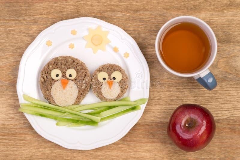 孩子的滑稽的三明治在鸟形状  免版税图库摄影