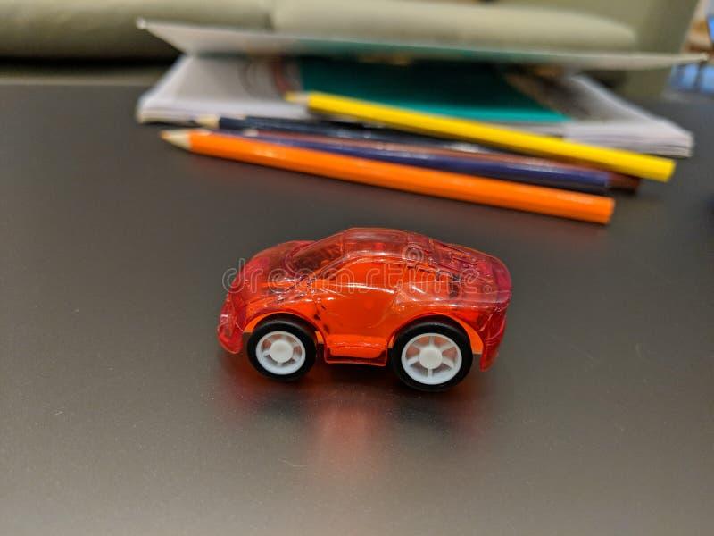 孩子研究桌和玩具汽车 免版税图库摄影
