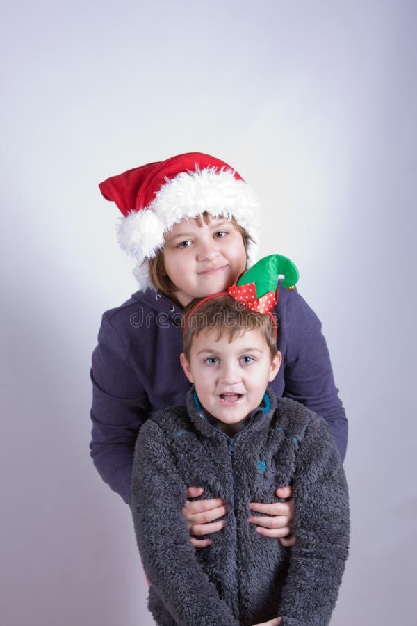 孩子获得乐趣在圣诞节 免版税图库摄影