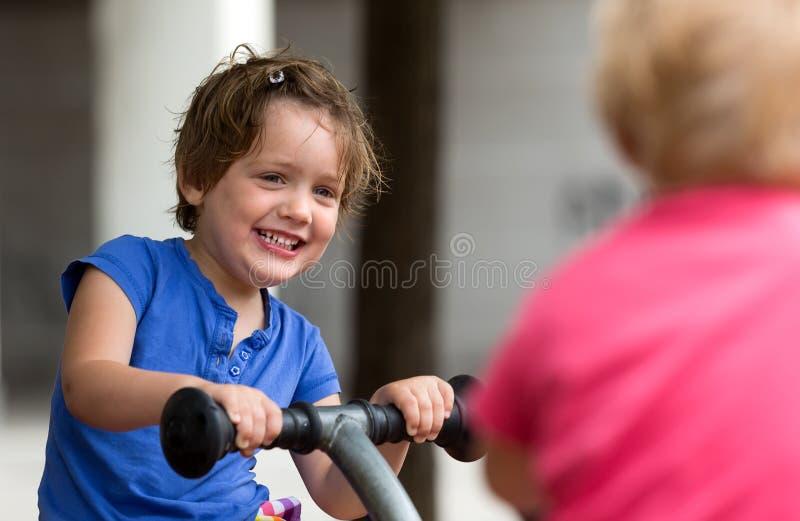孩子获得乐趣在操场 库存照片