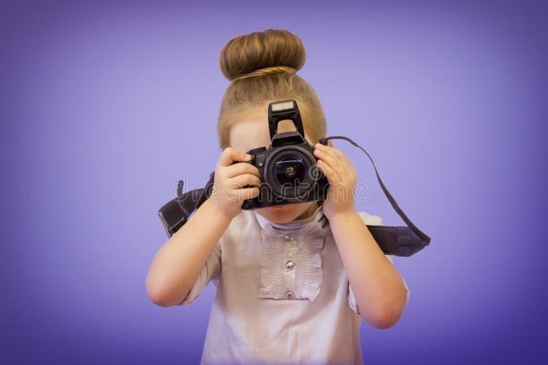 孩子要拍照片 图库摄影