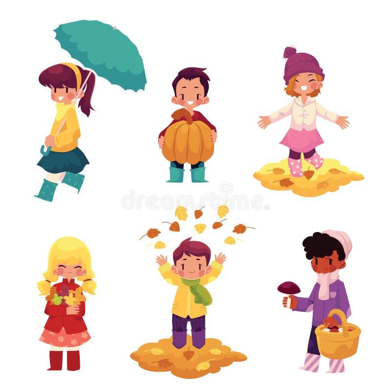 孩子,孩子获得乐趣在秋天,秋天季节 皇族释放例证