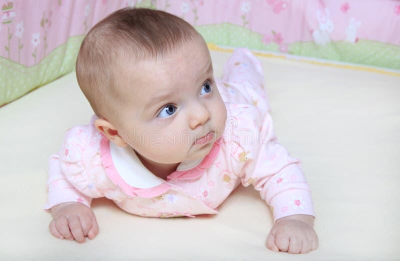 婴孩小儿床女孩 免版税库存图片