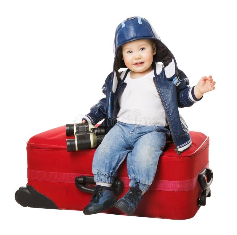 婴孩手提箱,孩子坐旅行行李,有红色袋子的孩子 免版税库存图片