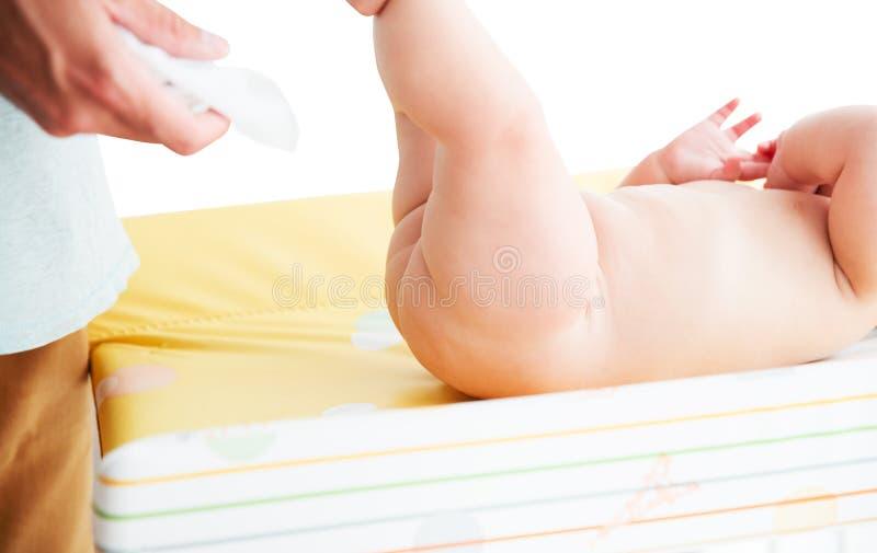婴孩柔和父亲关心  免版税库存图片