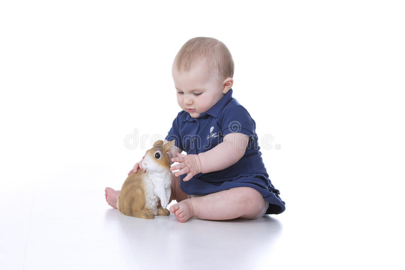 婴孩用兔子 免版税图库摄影
