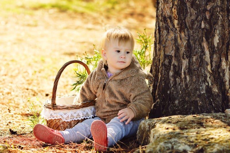 婴孩篮子女孩 免版税库存照片