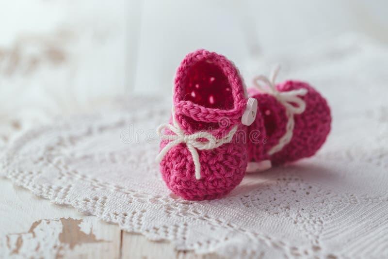 婴孩红色鞋子 免版税库存图片