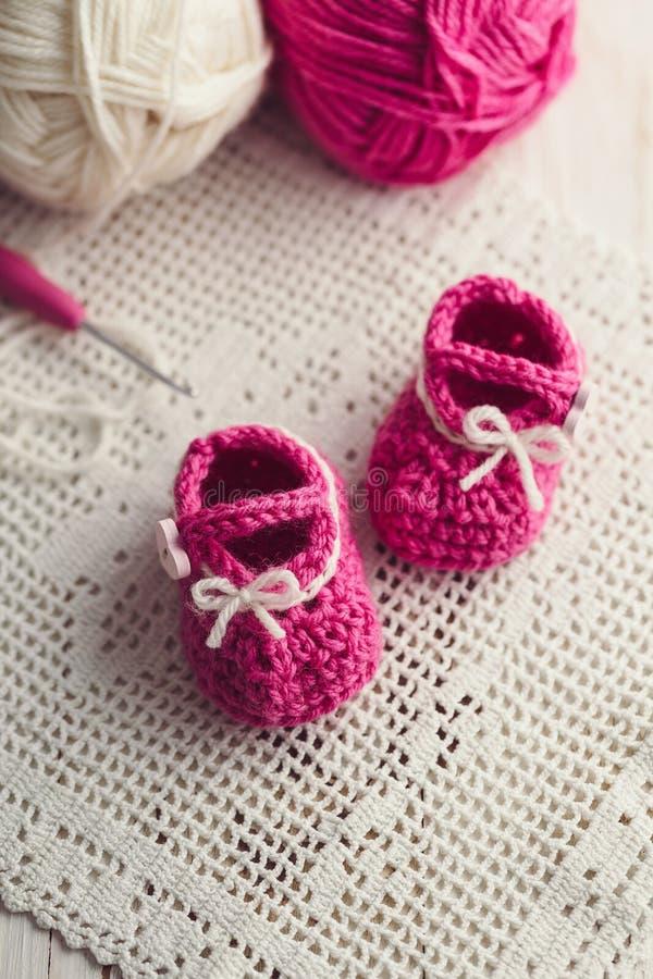 婴孩红色鞋子 免版税图库摄影