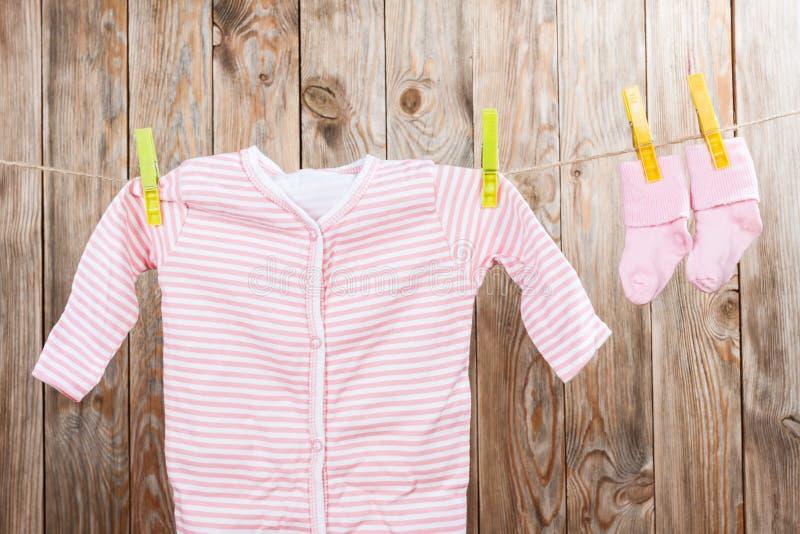 婴孩衣物 免版税库存照片