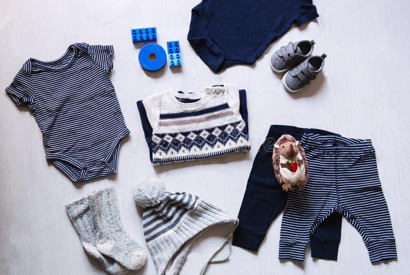 婴孩衣裳,儿童时尚的概念 免版税图库摄影
