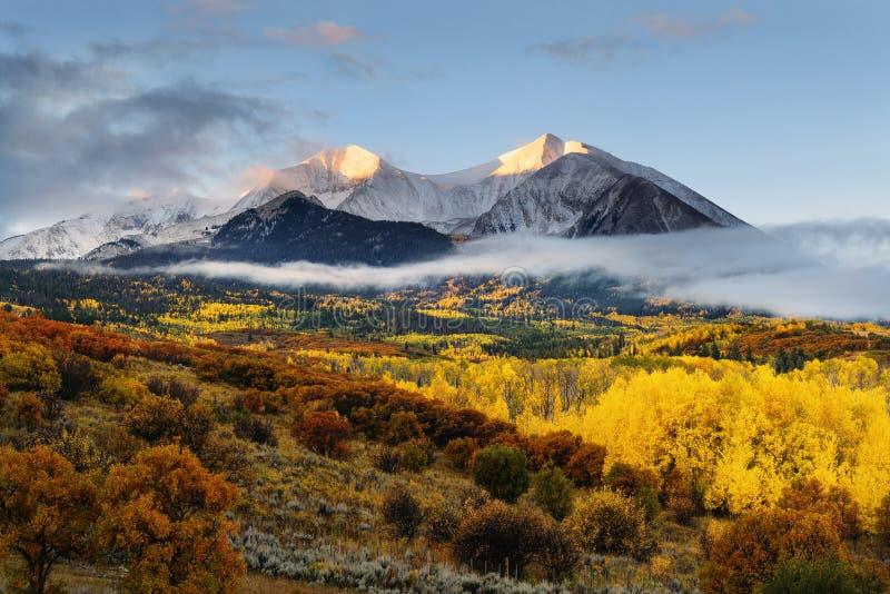 孪生锐化山、登上Sopris和麋 库存图片