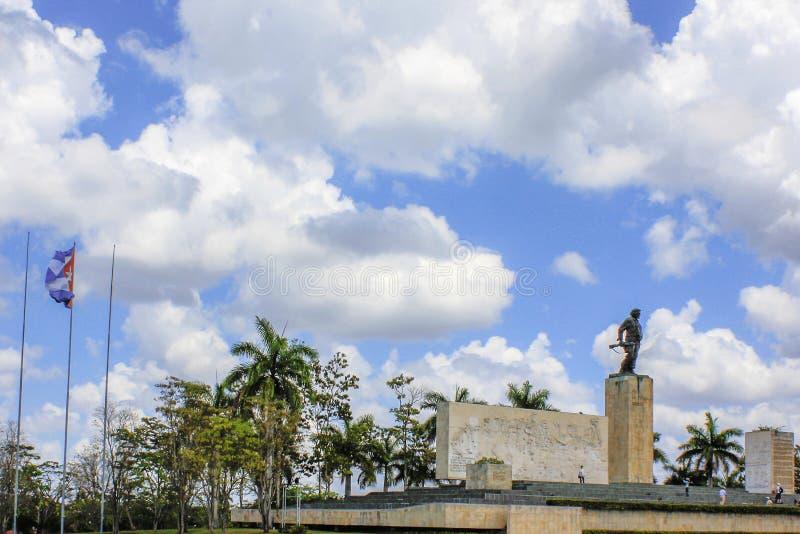 它休息切・格瓦拉纪念碑的外部 免版税库存照片