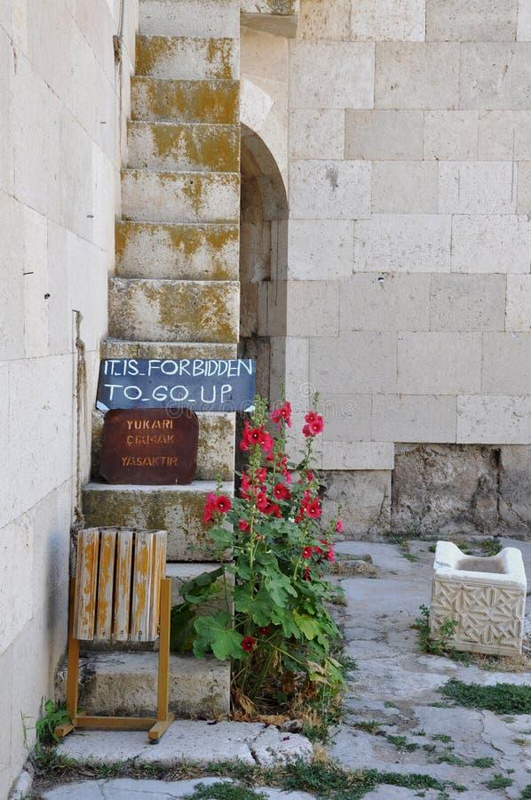 它在Akseray,卡帕多细亚,土耳其禁止努力去做标志在Sultanhani商队投宿的旅舍 免版税图库摄影