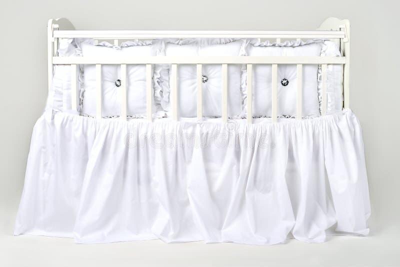 它容易的` s紧紧睡觉在床上喜欢此 库存图片