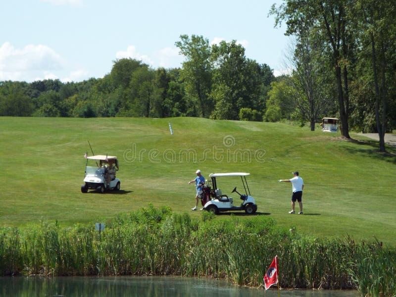 它是一可爱的天在高尔夫球场 免版税库存图片