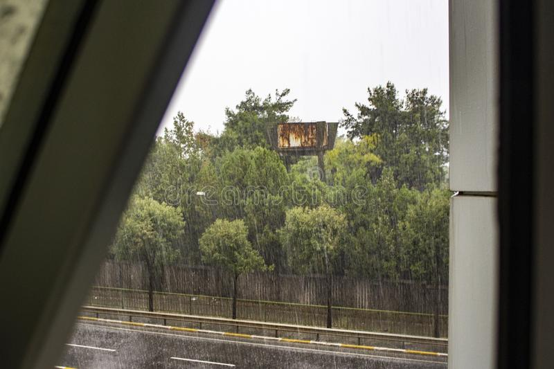 它的在窗口scane的rainly天 免版税图库摄影
