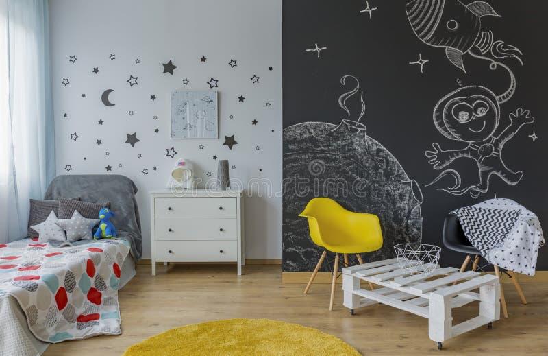 宇宙样式的儿童居室 免版税库存图片