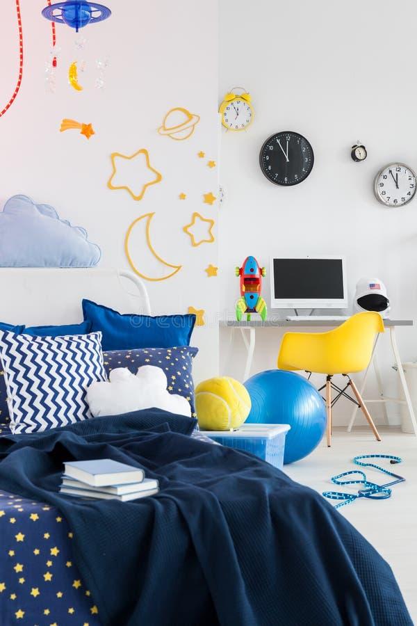 宇宙设计在儿童居室 免版税库存照片