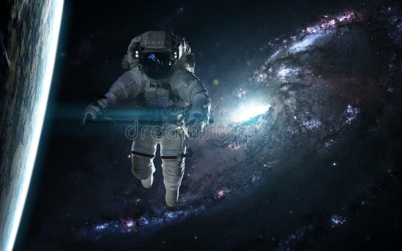 宇航员和行星反对蓝色星系 抽象科学小说 图象的元素由美国航空航天局装备 免版税库存照片