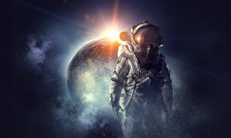 宇航员外层空间 混合画法 免版税库存照片