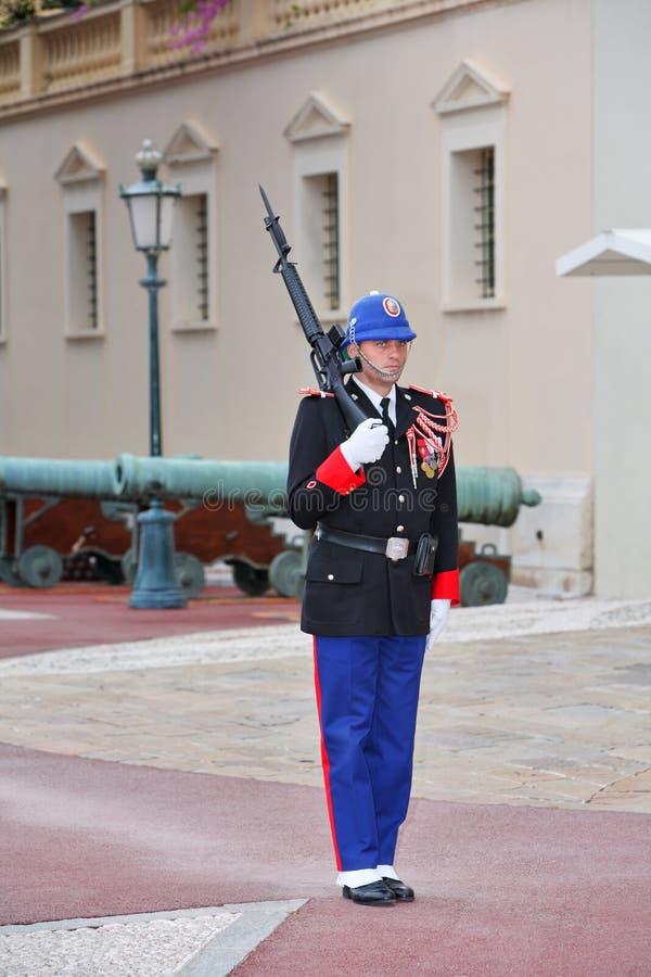 守卫当班在摩纳哥的王子住所  免版税图库摄影
