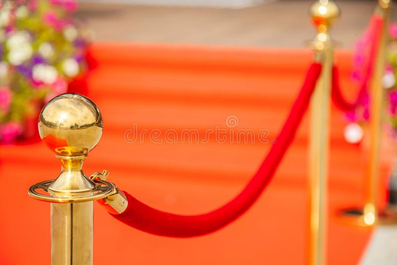 守卫隆重的金黄酒吧在事件 免版税图库摄影