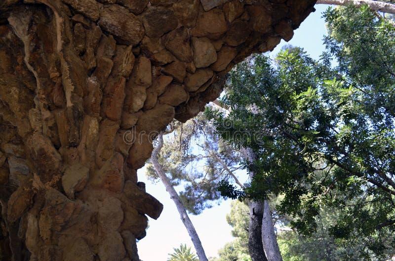 安东尼・高迪s公园Guell,巴塞罗那,西班牙详述的看法特写镜头  免版税库存照片