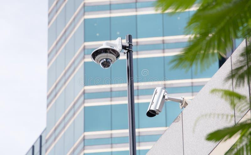 安全在办公楼的CCTV照相机 库存照片