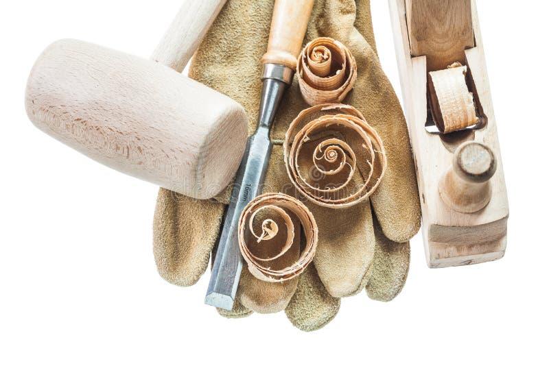 安全手套凿在w隔绝的削片木锤子整平机 免版税库存图片