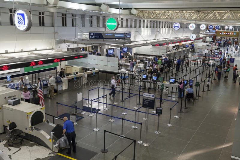 安全检查点在米尼亚波尼斯机场在明尼苏达 图库摄影