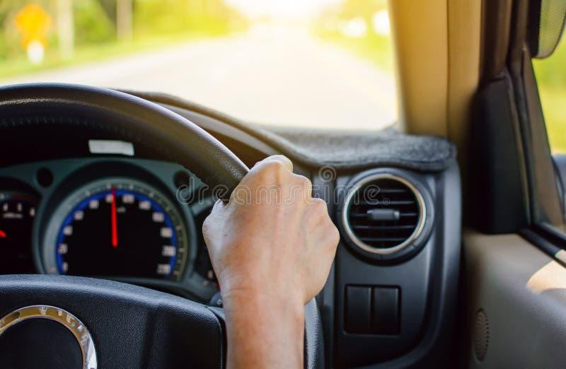 安全的驾驶在旅行和交通 免版税库存图片
